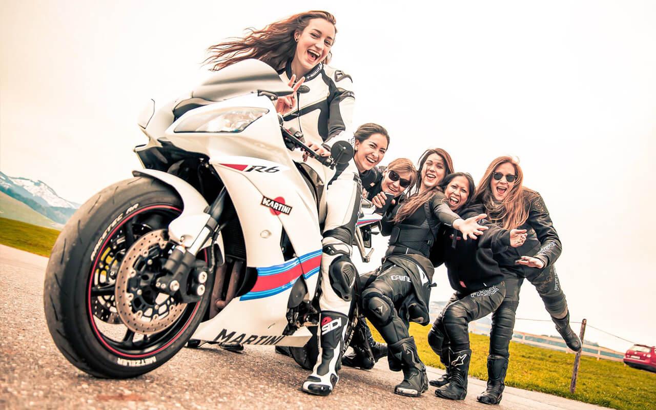 bfu_stayinalive_journal_girlsonbikes_retina_3.jpg